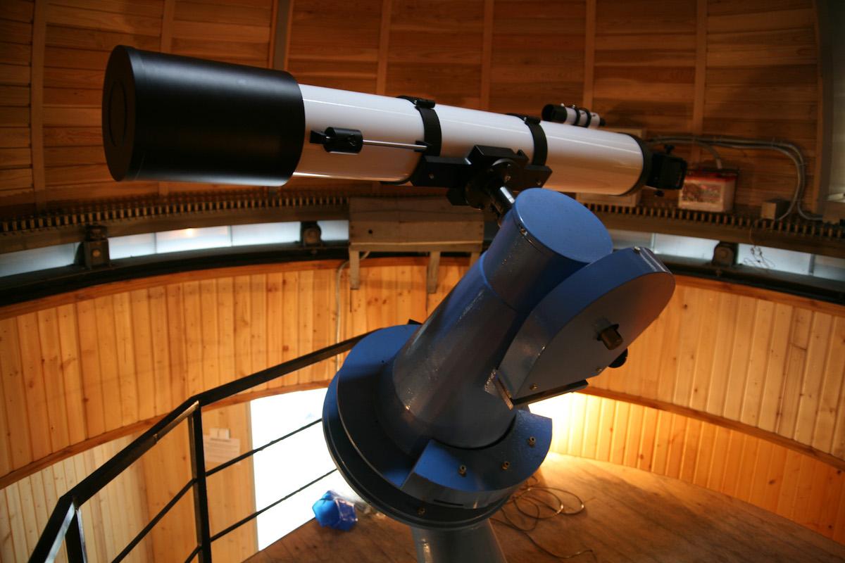 Телескоп в обсерватории Большого новосибирского планетария
