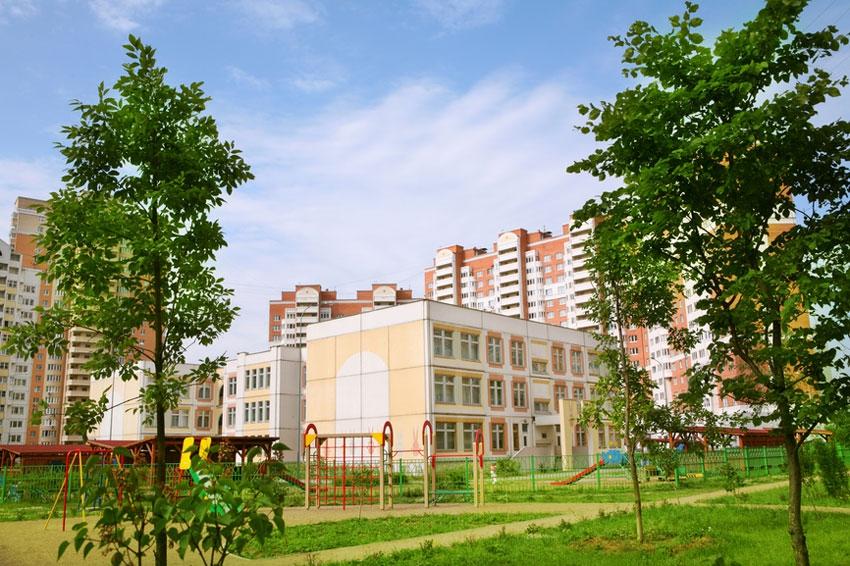 Строительство социальной инфраструктуры сильно уступает бешеным темпам ввода жилья