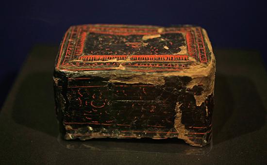 Китайская шкатулка, найденная в захоронении скифской женщины, I в. н.э.