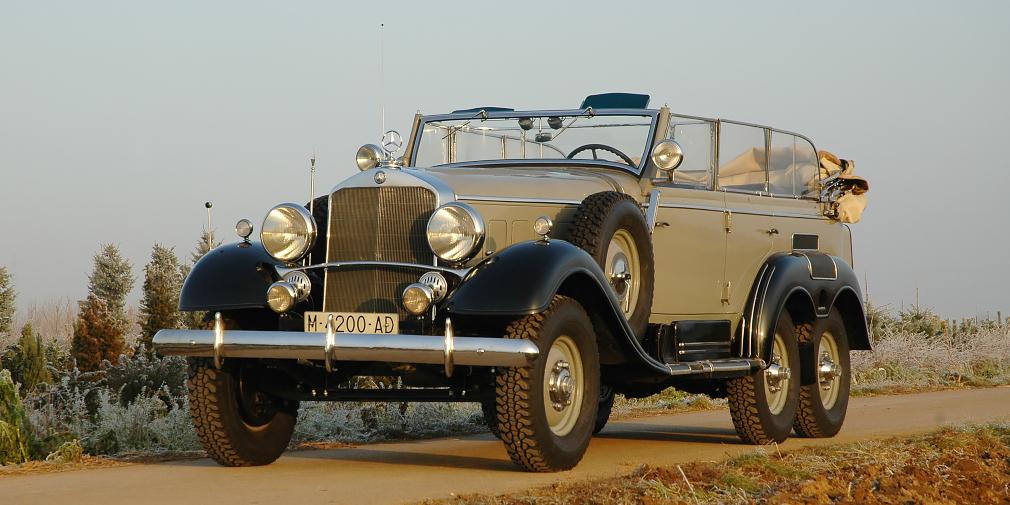 Mercedes-Benz G4  Бывший испанский король Хуан Карлос I известен страстью к автомобилям, и до сих пор, несмотря на свой возраст (в следующем году монарху исполнится 80 лет), любит сесть за руль. Во времена своего правления он нередко появлялся на публике на Mercedes-Benz G4 1939 года выпуска. По слухам, таких автомобилей в мире осталось всего три. Тот, что стоит в гараже у Хуана Карлоса I, принадлежал генералу Франко, который получил его в подарок от Гитлера.