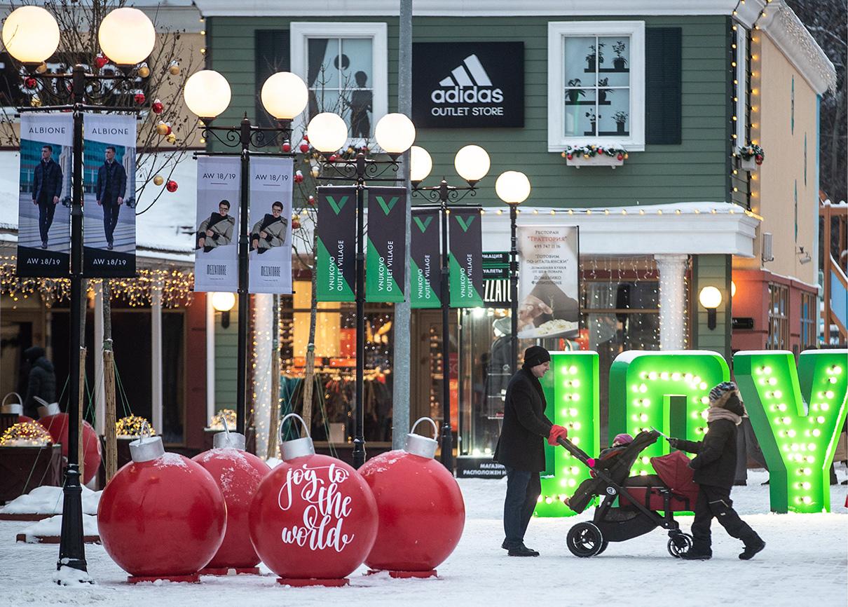 Во время покупки подарков к Новому году во Vnukovo Outlet Village