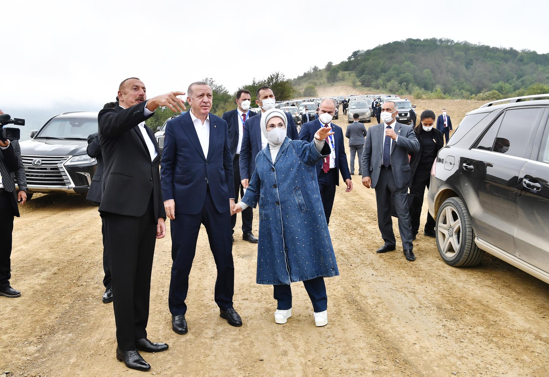 Ильхам Алиев и Реджеп Эрдоган (слева)