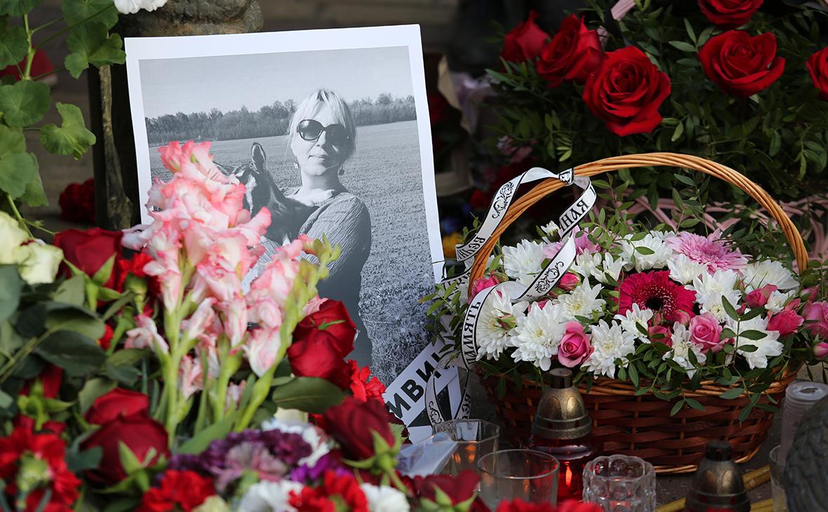 Стихийный мемориал на месте гибели Ирины Славиной