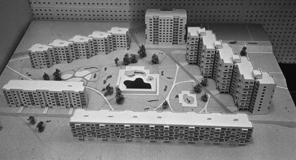 На фото: макет застройки квартала пяти- идевятиэтажными домами изобъемных блоков навыставке ВДНХ