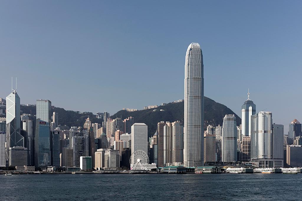 № 22. Второй международный финансовый центр (Two International Finance Centre)   Высота: 412 м, 88 этажей Место: Гонконг, Китай Назначение: офисы Архитектура: Cesar Pelli & Associates Дата строительства: 2003 год