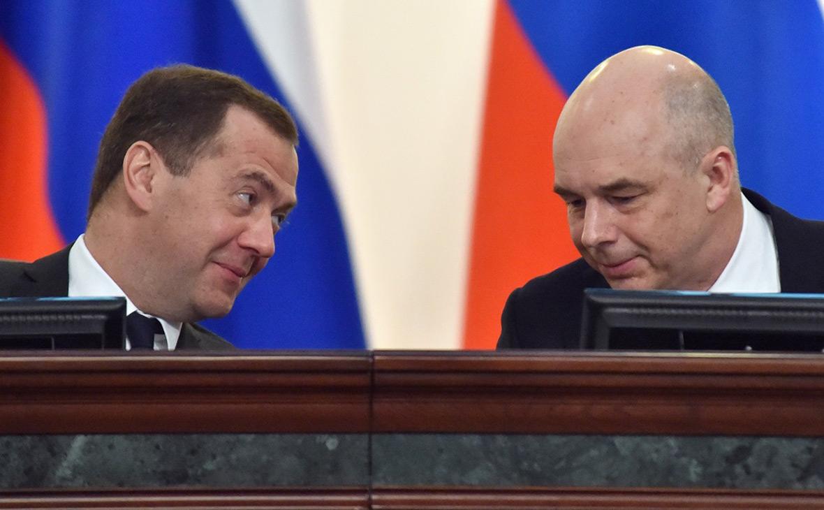 Дмитрий Медведев (слева) и Антон Силуанов