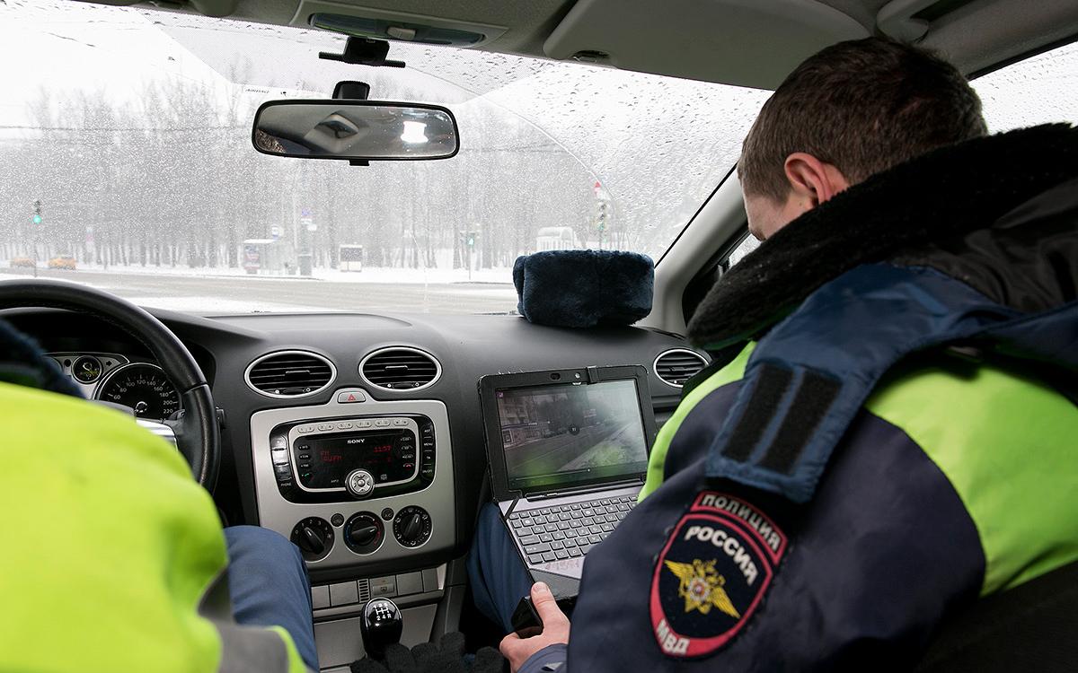 <p>Скрытым патрулям разрешат фиксировать разговоры по телефону.</p>