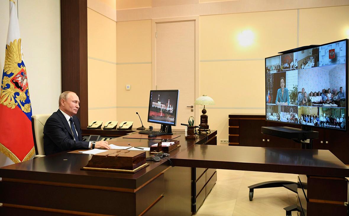 Владимир Путин во время беседы с семьями, удостоенными орденов «Родительская слава»