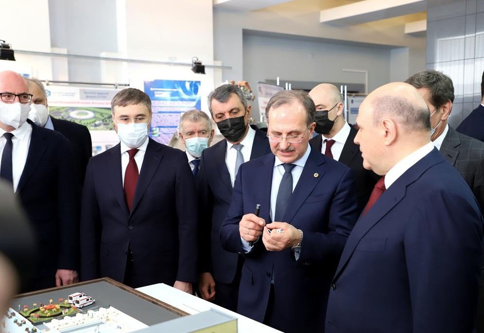 Визит Михаила Мишустина в ИЯФ СО РАН