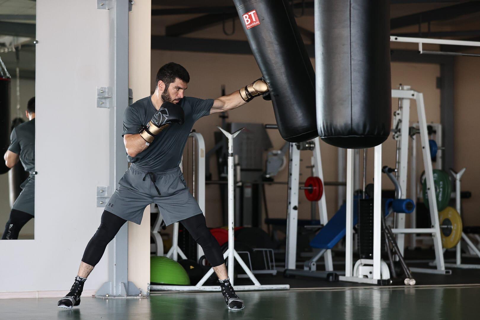 Артур Бетербиев во время подготовки к чемпионскому бою на сборе в Кисловодске