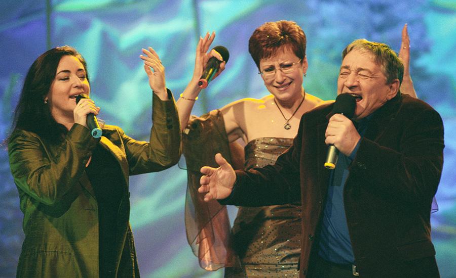Эдуард Успенский и Элеонора Филина (в центре) на съемках новогоднего выпуска программы «В нашу гавань заходили корабли» на ТВС с певицей Тамарой Гвердцители. 20 декабря 2002 года