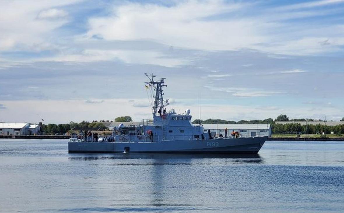 В Черном море начали операцию по спасению корабля ВМС Украины