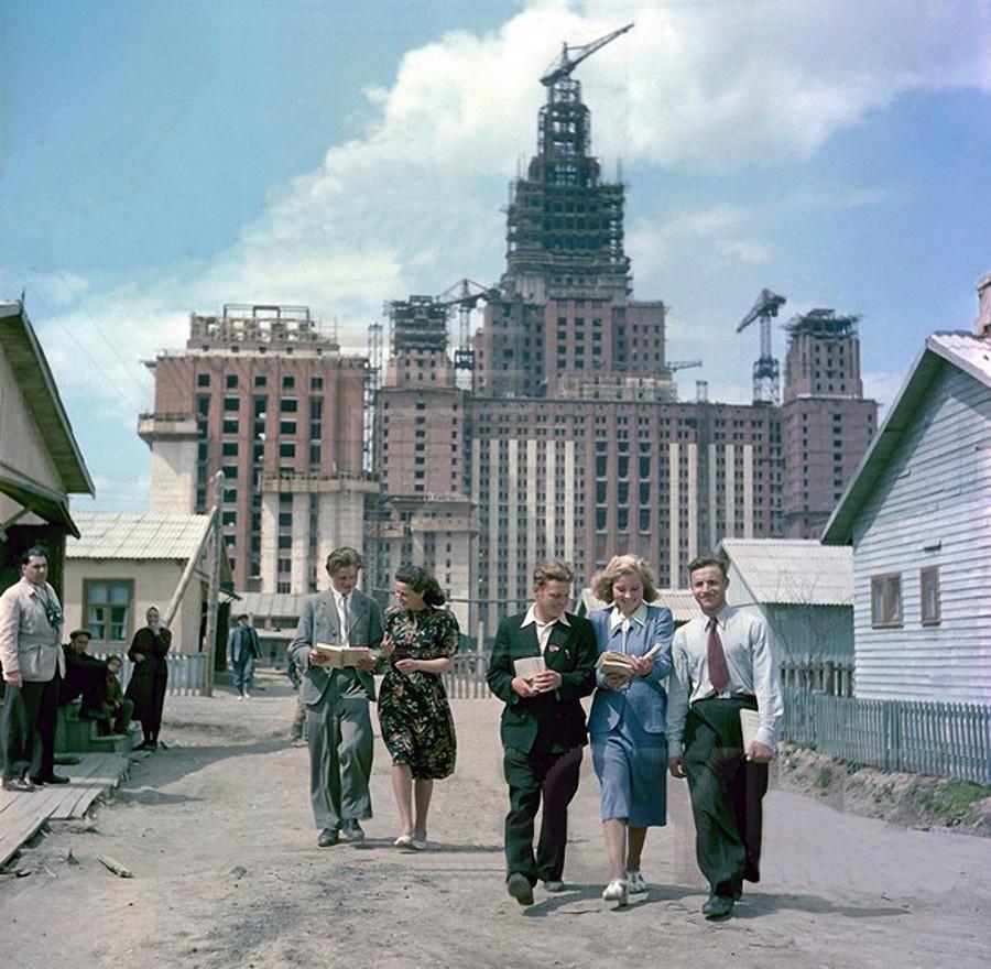 Строительство главного здания МГУ. 1951 год
