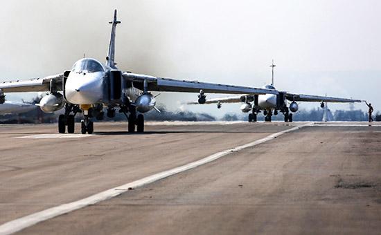 Российские фронтовые бомбардировщики Су-24М на авиабазе Хмеймим