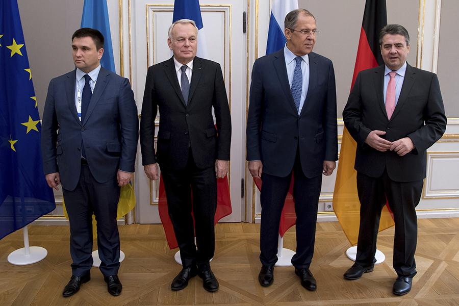 Министры иностранных дел «нормандской четверки»:Павел Климкин (Украина), Жан-Марк Эро (Франция), Сергей Лавров (Россия),Зигмар Габриэль (Германия)