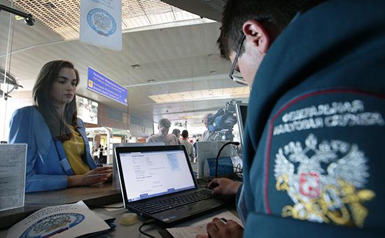 Во время акции «В отпуск—бездолгов!», которую провело подмосковное УФНС ваэропорту Шереметьевов2014 году