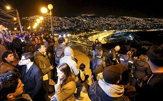 Массовая эвакуация береговой линии после землетрясения у берегов Чили