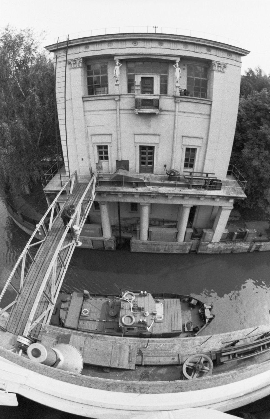 Здание шлюза на реке Яузе, сооруженное в 1940 году, является памятником архитектуры и охраняется государством