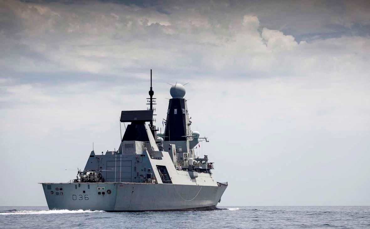 Британский эсминец «Дефендер»