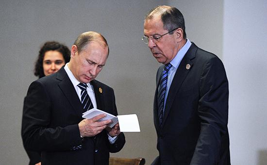 Президент России Владимир Путин и министр иностранных дел России Сергей Лавров (слева направо)