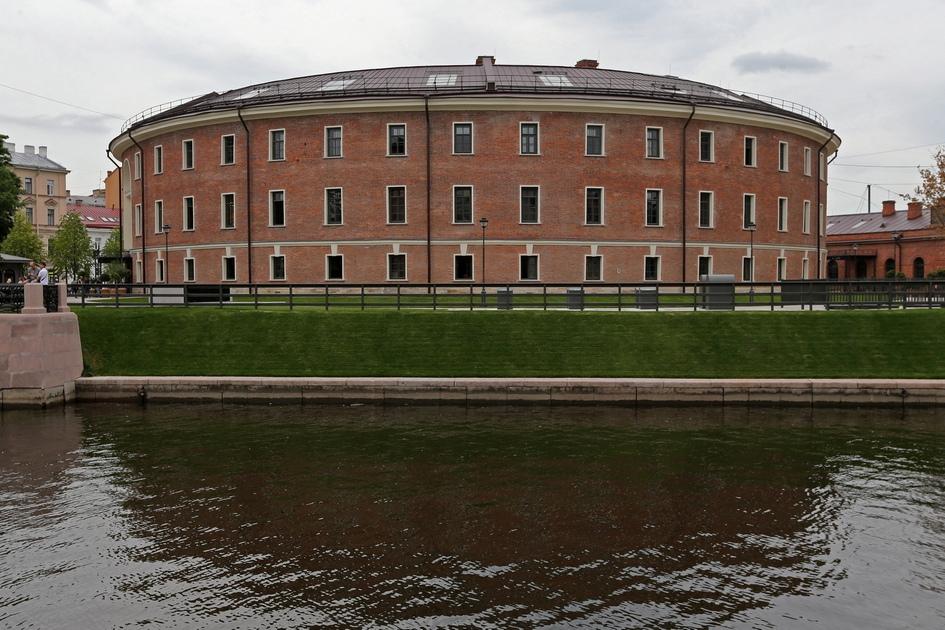 Площадь «Бутылки» — 6 тыс. кв. м. Восстановление и реконструкция тюрьмы заняла два года: девелопер объяснил столь длительную реставрацию нестандартной формой здания