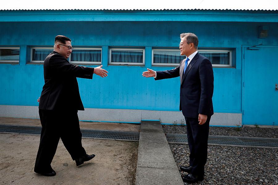 Северокорейский лидер Ким Чен Ын и лидер Южной Кореи Мун Чже Ин