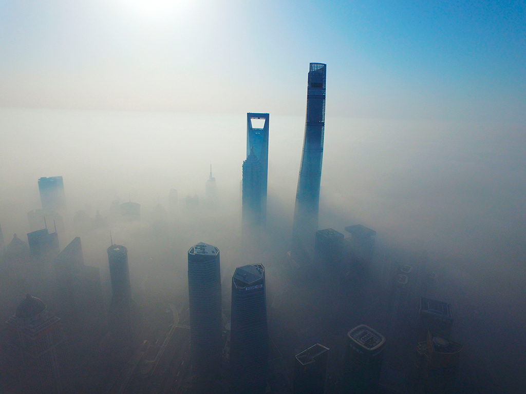 Небоскребы Шанхая над облаками