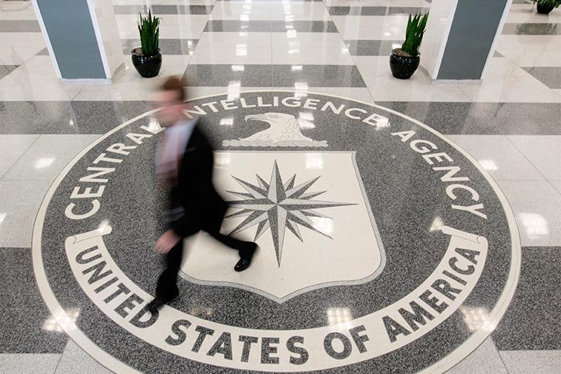 Логотип ЦРУ в холле штаб-квартиры спецслужбы