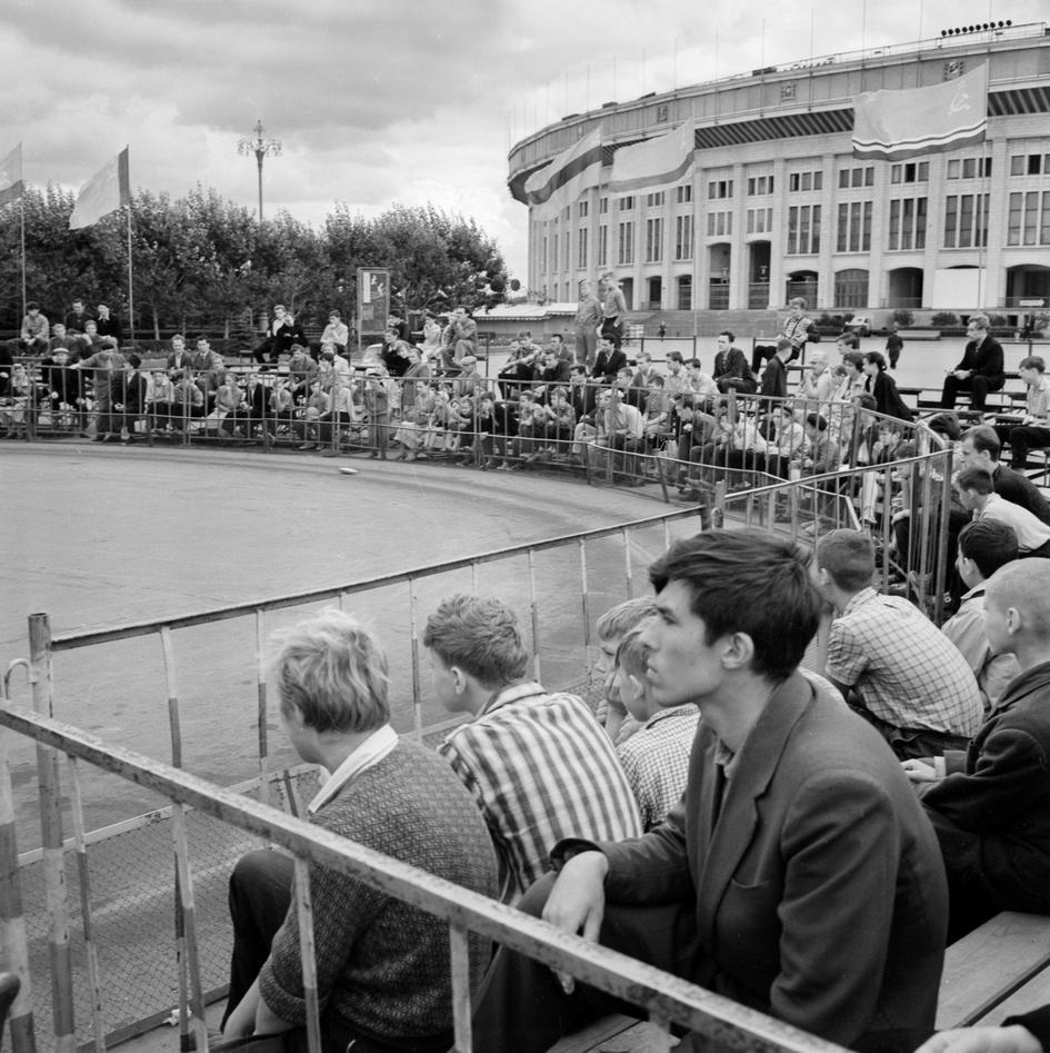 В разные годы здесь проводились спортивные соревнованиявсесоюзного и регионального масштаба  На фото: VI Всесоюзное лично-командное первенство на Центральном стадионе имени В. И. Ленина. 1962 год