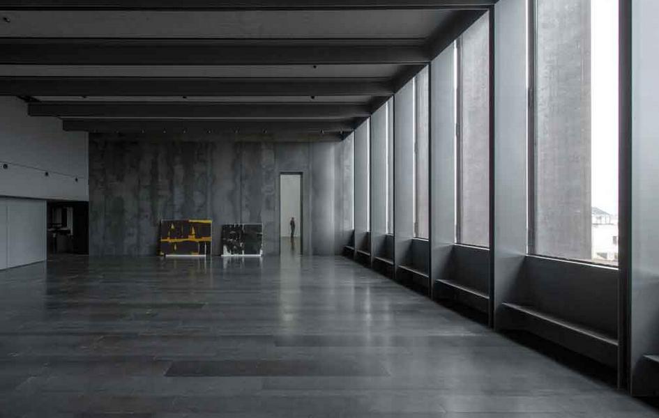 Помимо залов спостоянной экспозицией работ Пьера Сулажа, вмузее предусмотрены пространства дляпроведения временных выставок других художников
