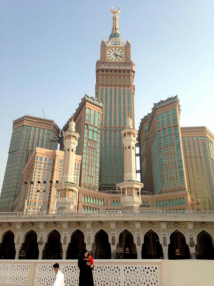 № 3. Абрадж аль-Бейт (Makkah Royal Clock Tower)   Высота: 601 м, 120 этажей Место: Мекка, Саудовская Аравия Назначение: многофункциональный комплекс Архитектура: Dar al-Handasah Shair & Partners + SL Rasch Дата строительства: 2012 год