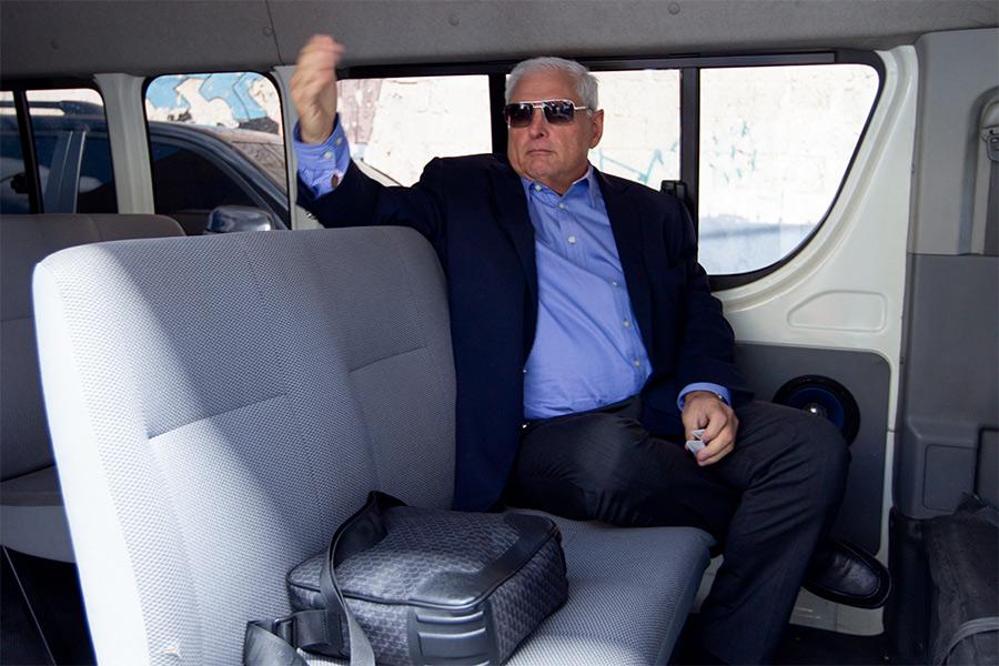 В январе 2015 года вПанаме поделу ошпионаже был задержан бывший глава Совета безопасности страны Густаво Перес. По даннымСМИ, поуказанию бывшего панамского президента Рикардо Мартинелли (на фото) спецслужбами вИзраиле было закуплено шпионское оборудование на$13,5 млн, позволявшее следить засоциальными сетями, почтовыми программами, разговорами вSkype имобильными телефонами.