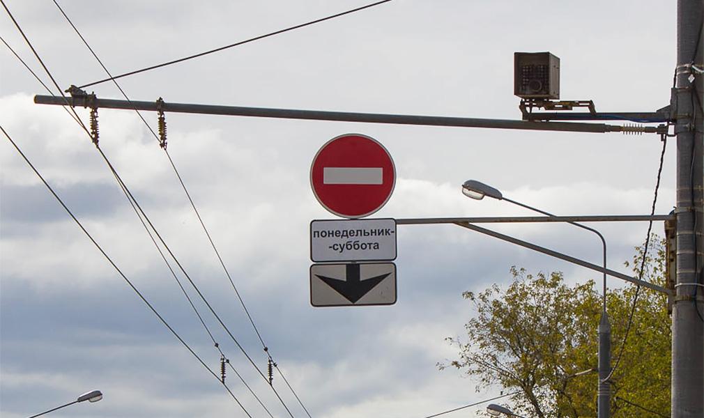 «Кирпич» над автобусной полосой