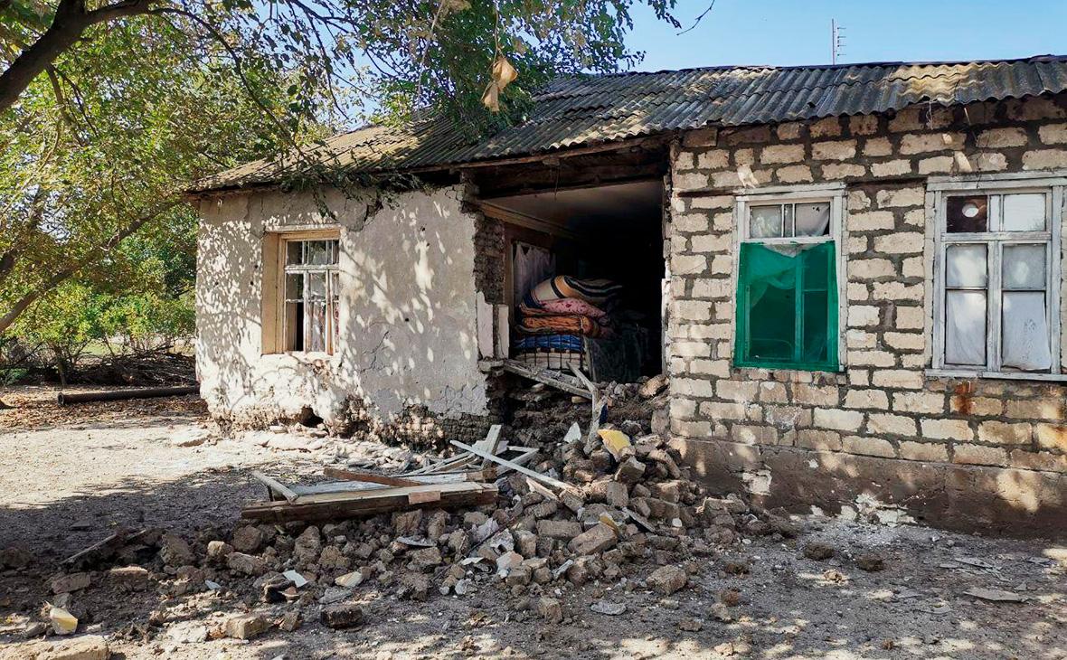 Последствия обстрела в селе Верхний Гапанлы