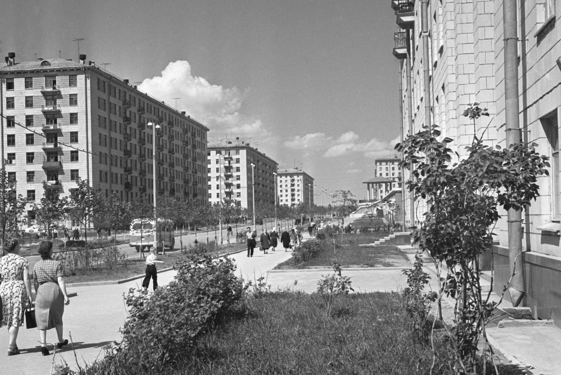 Серии СМ и II-08.19 мая 1959 г. Дома на 1-й улице Строителей в Юго-Западном районе столицы