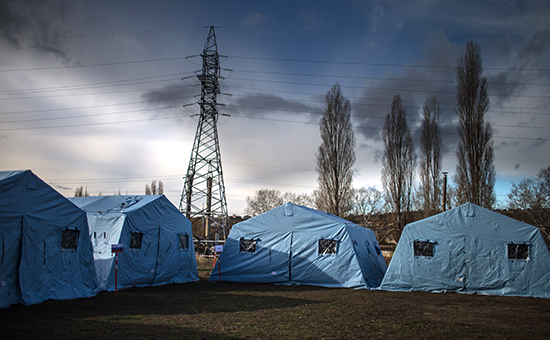 Палаточный городок (пункт обогрева)в Симферополе. Здесьможно получить горячее питание, при необходимости переночевать в тепле