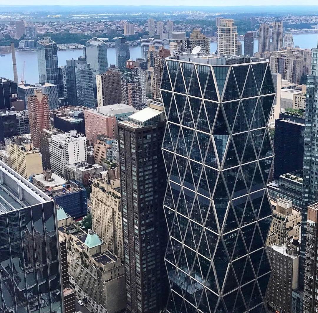 Одним из самых узнаваемых и знаковых проектов Нормана Фостера считается башня Hearst Tower, построенная на Манхэттене в 2000–2006 годах. Здание имеет 46 этажей (182 м) в высоту, площадь офисных помещений составляет 80 тыс. кв. м. Это был первый небоскреб, возведенный в Нью-Йорке после теракта 11 сентября 2001 года. Башня получила премию Emporis Skyscraper Award как лучший небоскреб мира, построенный в 2006 году