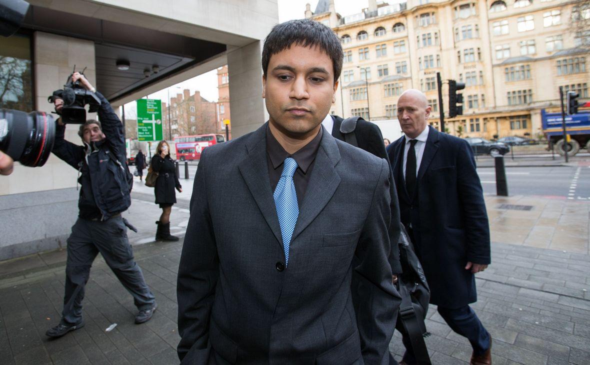 Навиндер Сингх Сарао перед зданием суда в Лондоне, Великобритания