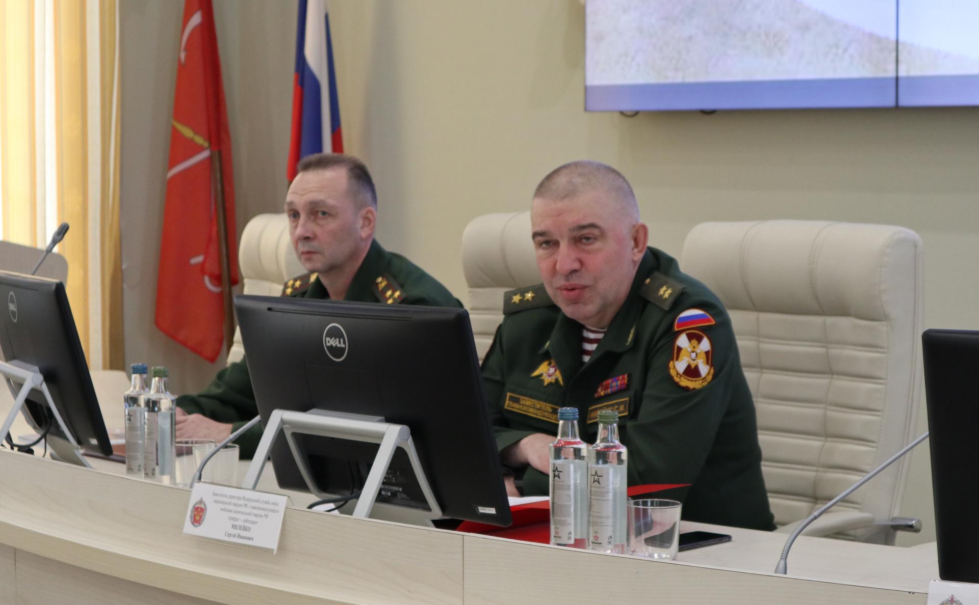 Сергей Милейко (справа)