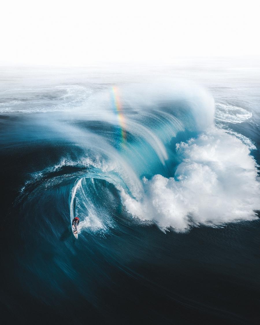 Победитель в номинации «Спорт»: «Золото на краю радуги». Серфер Олли Генри спасается от огромной волны у побережья юго-западной части Австралии