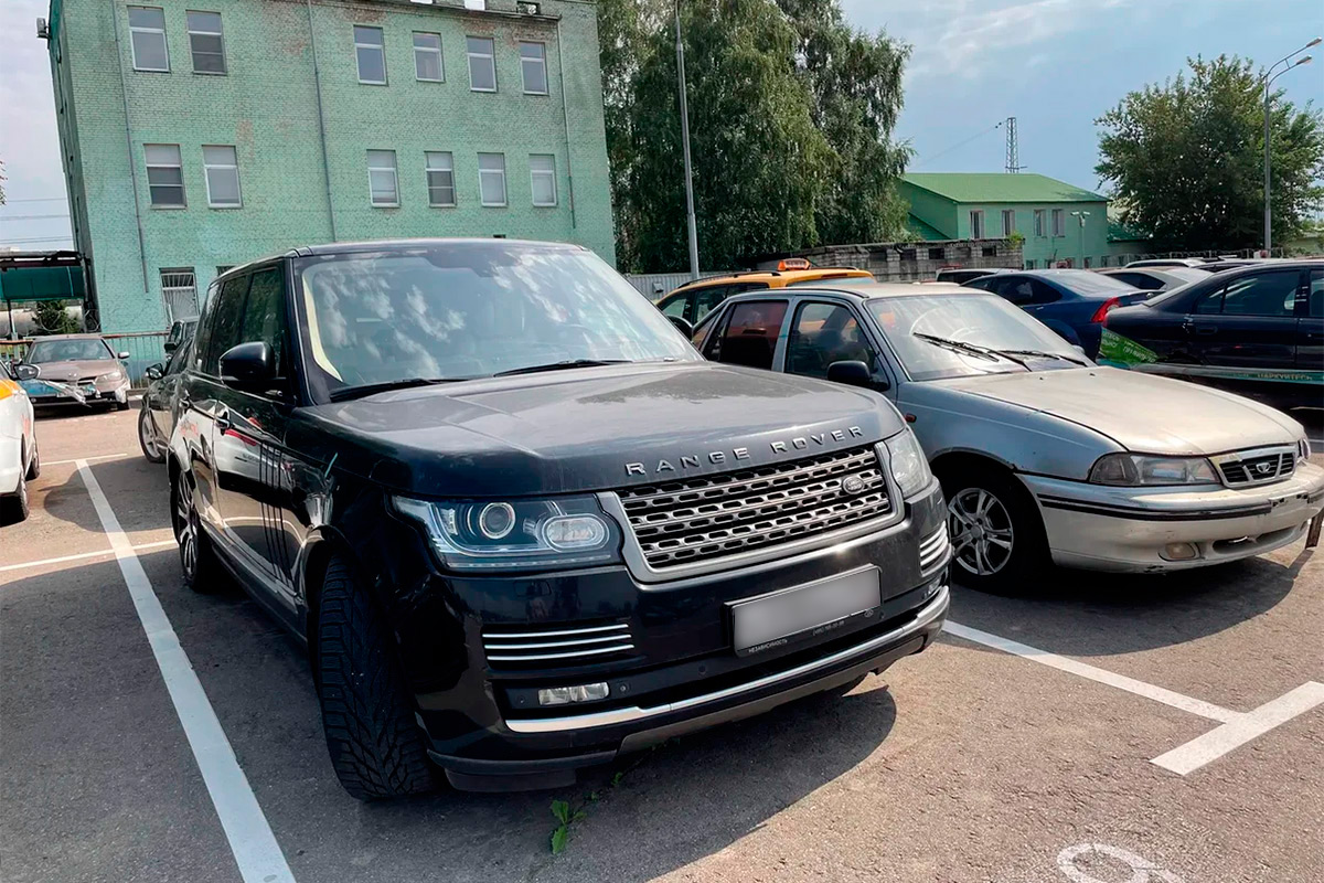 <p>Но вот&nbsp;&mdash; целая россыпь Mercedes-Benz в компании с Land Rover, Jaguar и Audi. Все автомобили в отличном состоянии.</p>