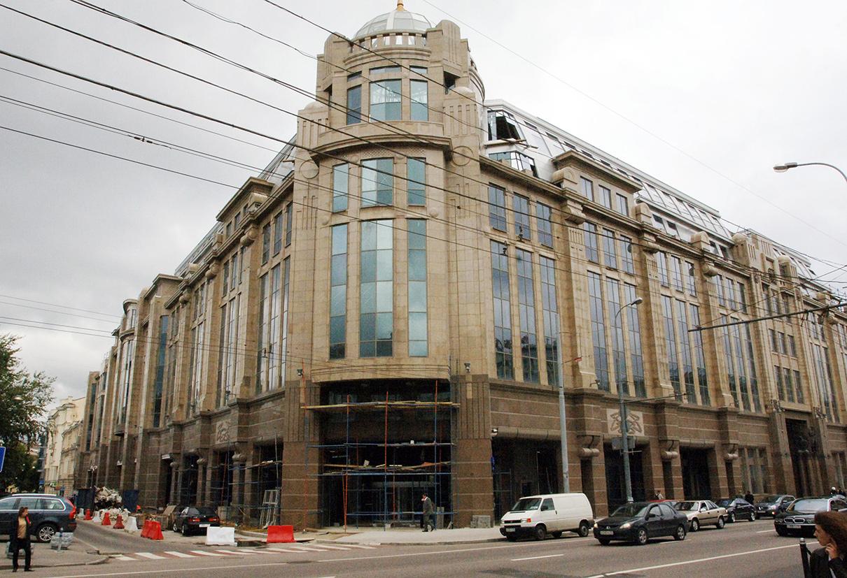 Здание центрального Военторга на улице Воздвиженка