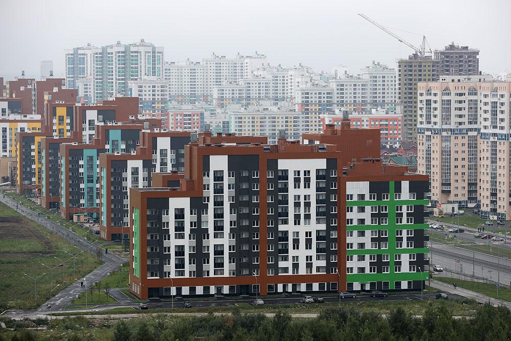Строящиеся дома на улице академика Сахарова в Академическом районе Екатеринбурга