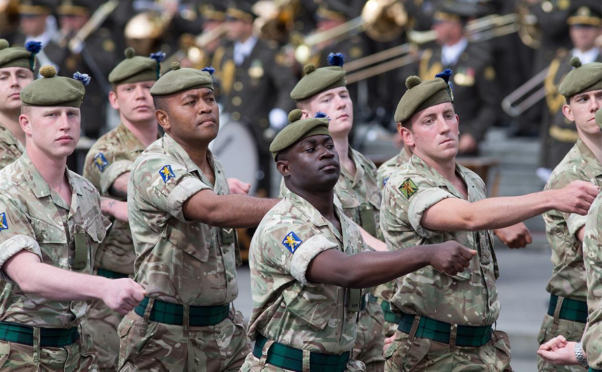 Военнослужащие стран НАТО во время парада по случаю 26-й годовщины независимости Украины