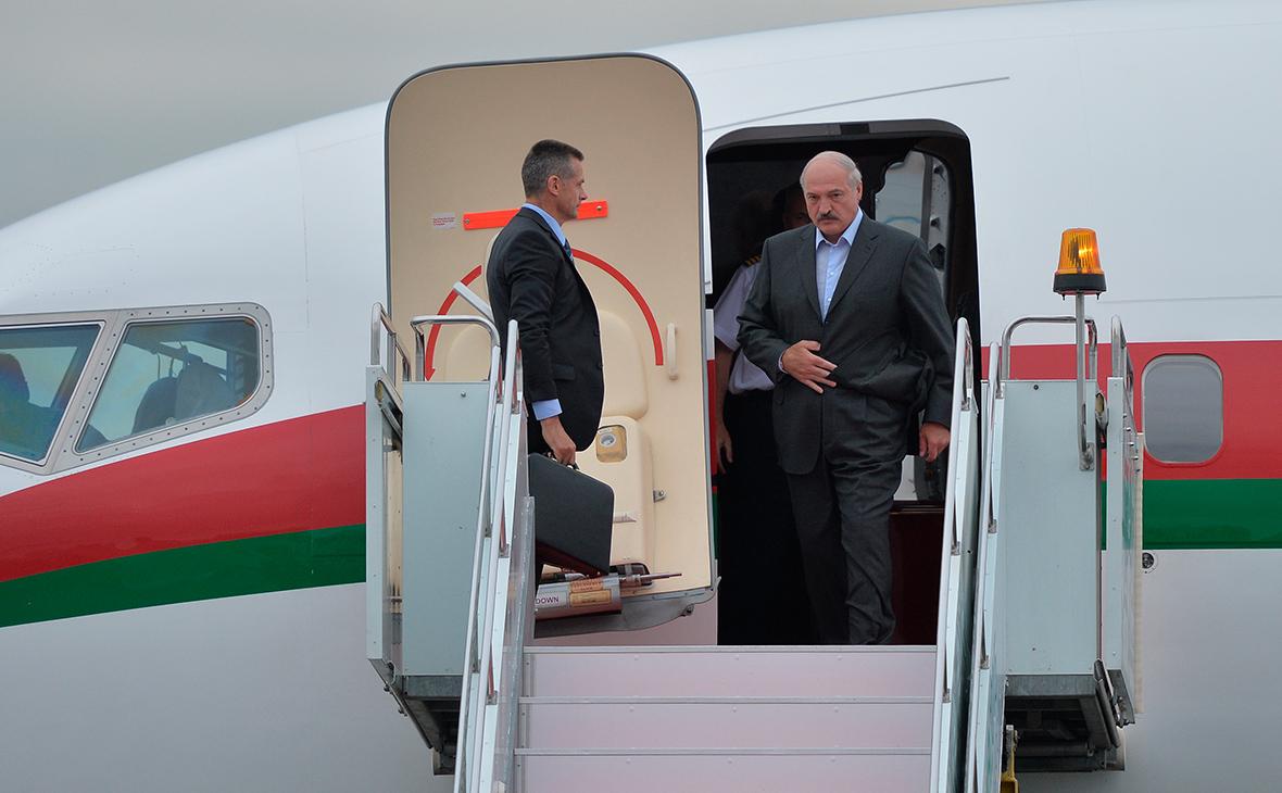 Александр Лукашенко(справа)