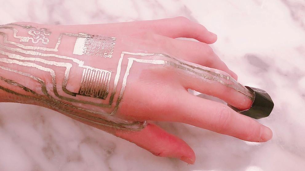 Серебряные наносхемы на коже человека