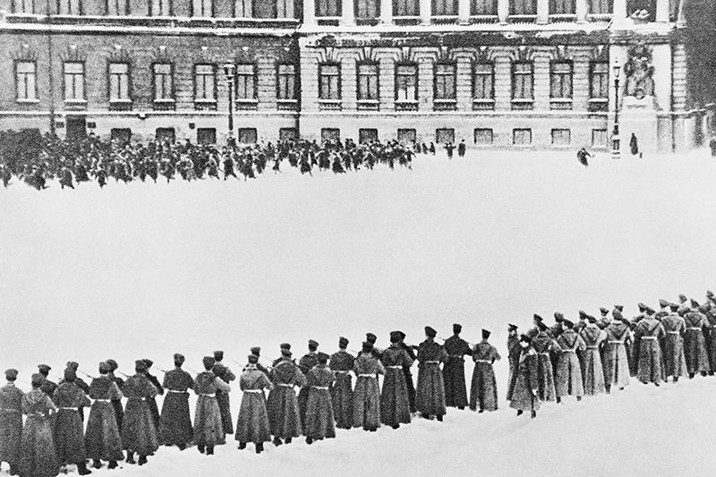 Расстрел рабочих у Зимнего дворца. 1905 год