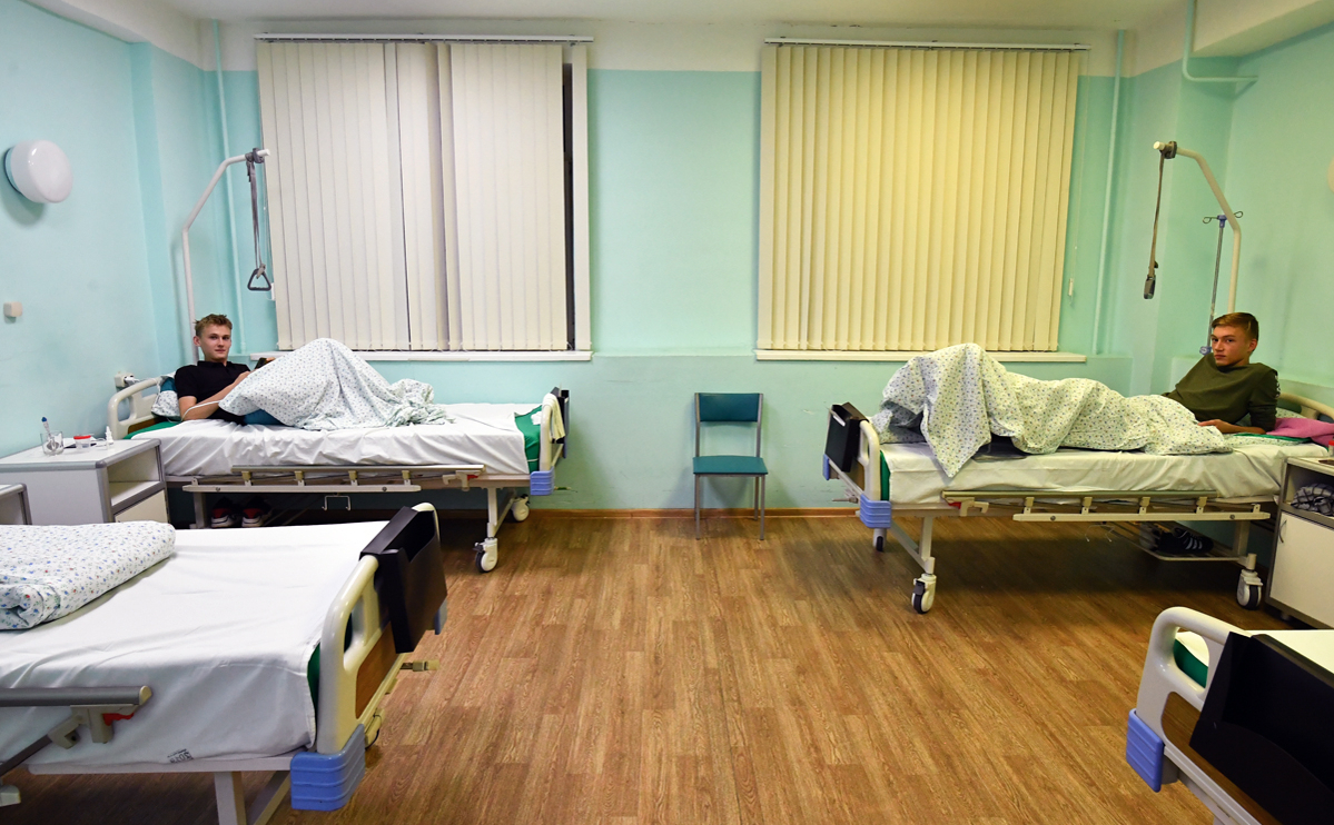 Студенты, пострадавшие во время стрельбы на территории кампуса Пермского государственного национального исследовательского университета, в палате ГКБ № 4