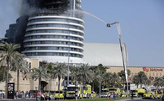 Пожарные тушат дымящийся небоскреб Address Downtown в Дубае