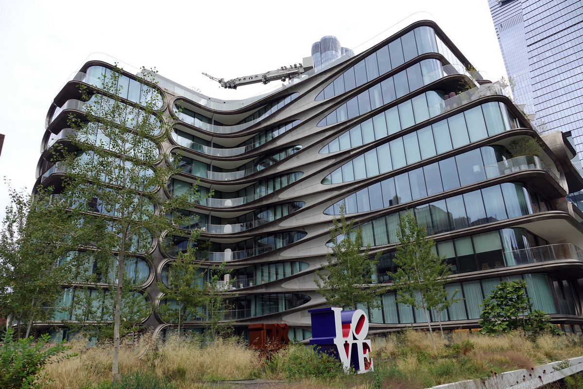 Жилой комплекс 520 W 28th, не имеющий углов,— первое здание Захи Хадид в Нью-Йорке и один из последних проектов великого архитектора